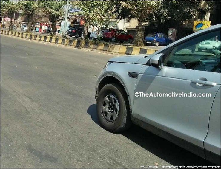 Range-Rover-Discovery-Base-Version-Spied-1
