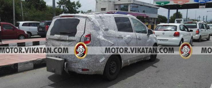 Mahindra-MPV-Toyota-Innova-rival-rear-spied-testing-in-Chennai