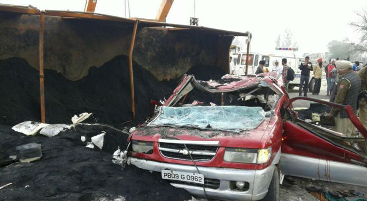 Freak accident: Truck falls on top of Tavera