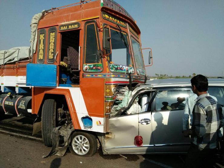 Toyota Innova Tyre Burst Crash