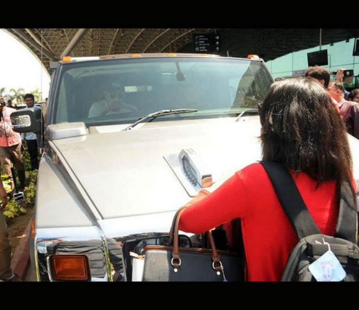 Stalker blocks Dhoni's Hummer: What's going on?