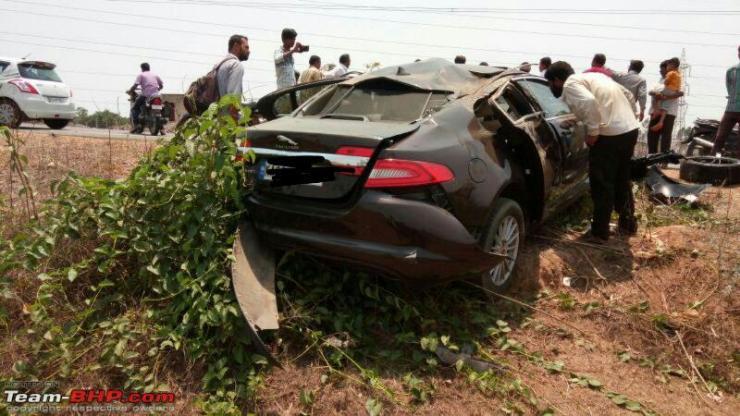 Jaguar XF crash 1