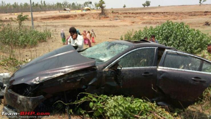 Jaguar XF crash 3