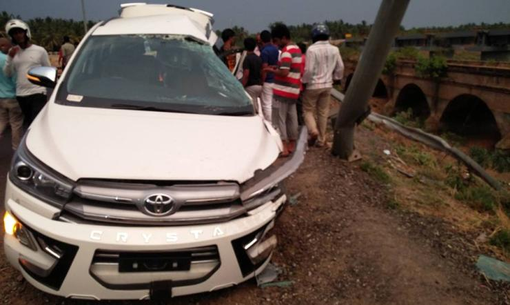 Toyota Innova Crysta Crash 1