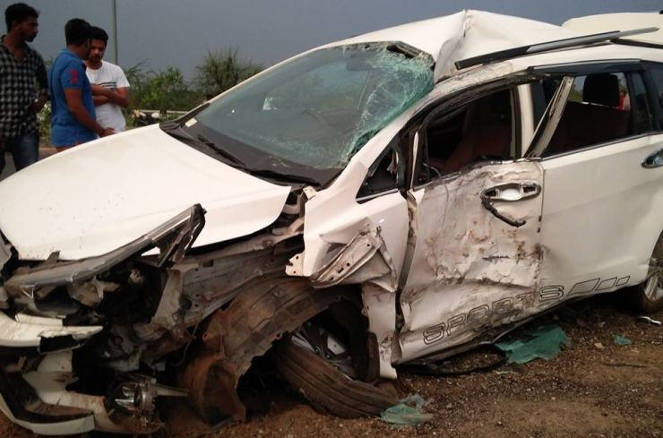 Toyota Innova Crysta Crash 2