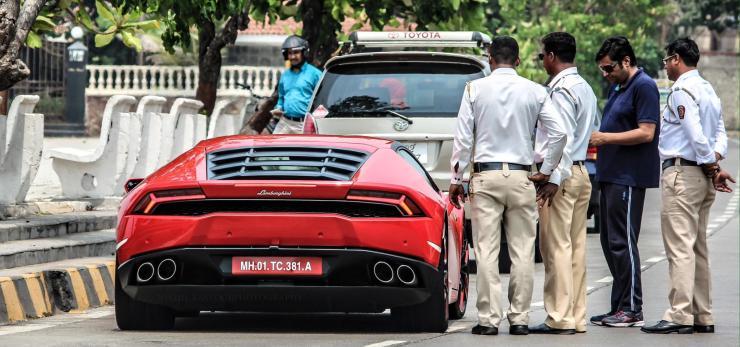 Arnab Goswami taking speeding supercar owner to task