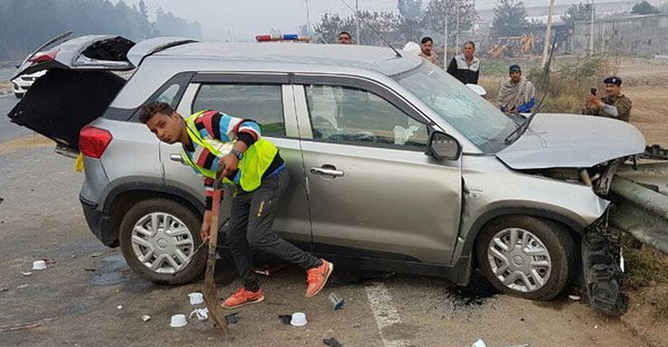 Car Bumper Guard >> Maruti Vitara Brezza crash on highway kills two students