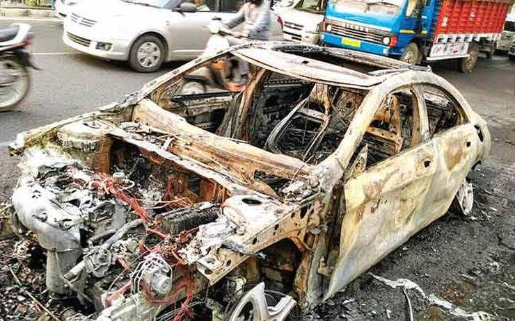 MBA student's 5 day old Mercedes Benz CLA200 catches fire in Delhi