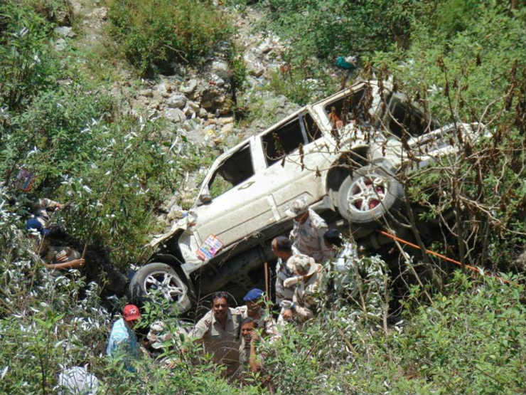 New Scorpio falls into 200 foot gorge; ITBP jawans carry out miraculous rescue