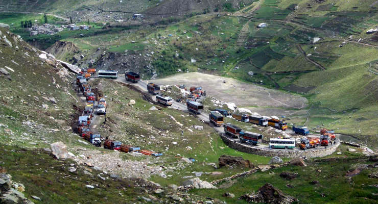 Traffic_jam_on_the_Rohtang