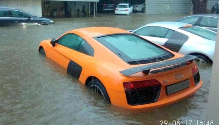 Audi R8s stuck in Mumbai Flood 2017