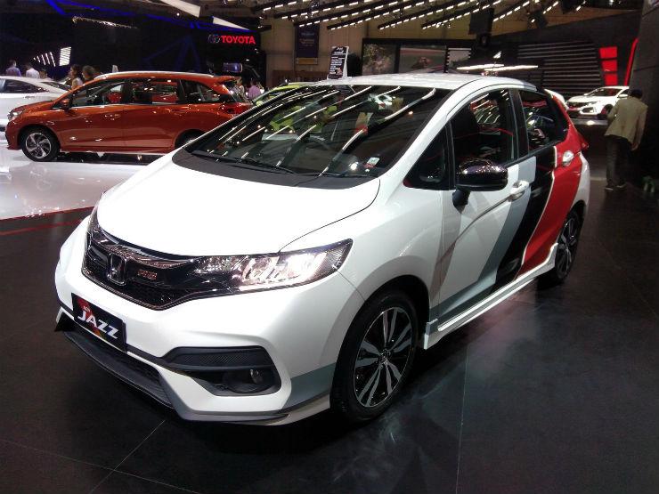 Honda-Jazz-Facelift-RS-at-GIIAS-2017-left-front-three-quarters