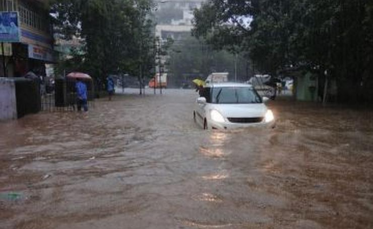 Maruti Swift in Mumbai 2017 Flood