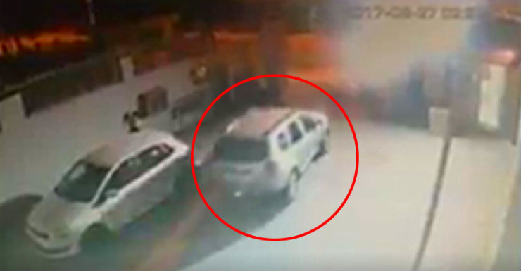 Renault Duster being driven away by Noida thieves featured