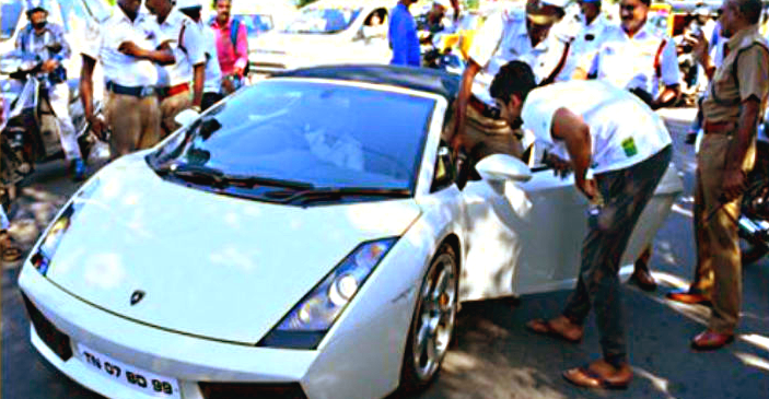 Lamborghini Gallardo 'scares' police women, seized and fined!