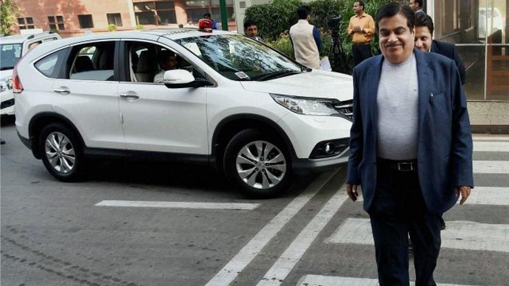 Nitin Gadkari with his Honda CR-V
