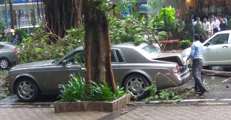 Rolls Royce Tree Crash 1