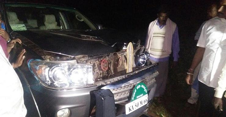 Yeddurappa's son's Toyota Fortuner SUV in an accident