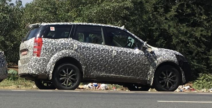 2018 Mahindra XUV500 Facelift SPIED for the first time in India