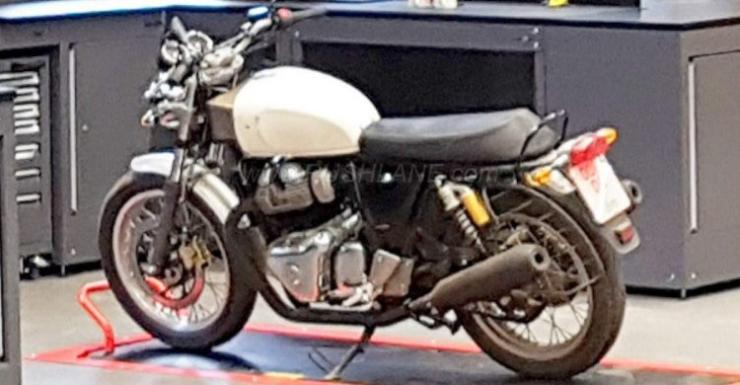 royal enfield interceptor 650 continental gt 650 spied ahead of today 39 s official reveal. Black Bedroom Furniture Sets. Home Design Ideas