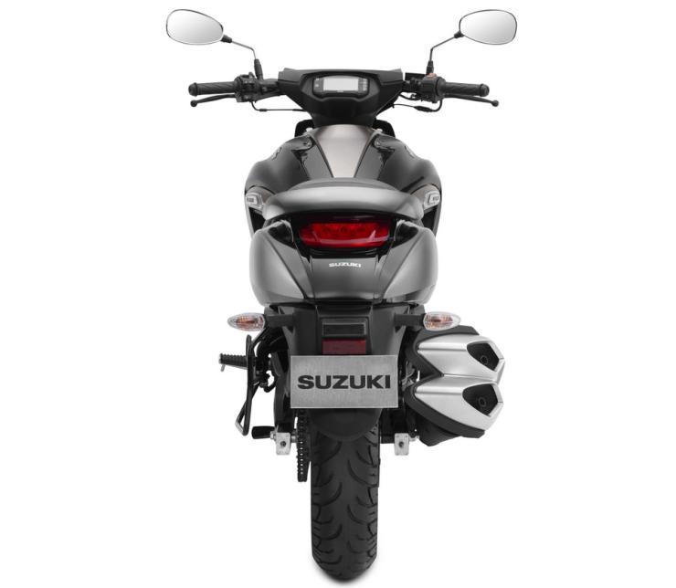 Suzuki Intruder 150 Studio Shot 4