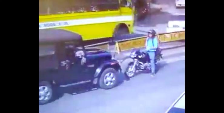 Wrong side fight & road rage: Mahindra Thar driver vs brave biker (CCTV Footage)