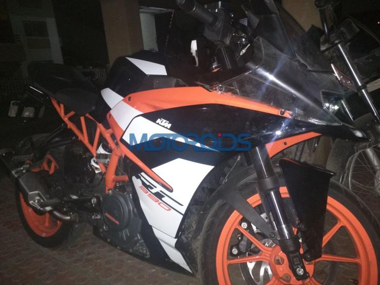 2018 KTM RC390 sportsbike SPIED in India