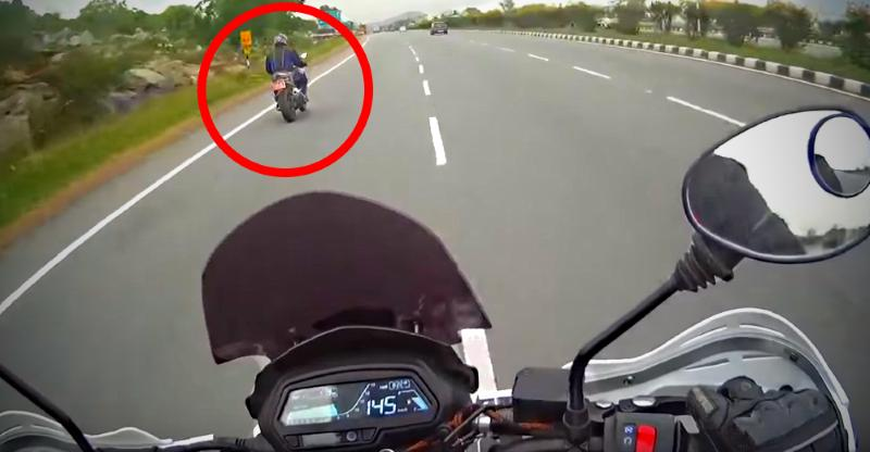 Video: TVS Apache RR310S/Akula chased by Bajaj Dominar; FAILS!