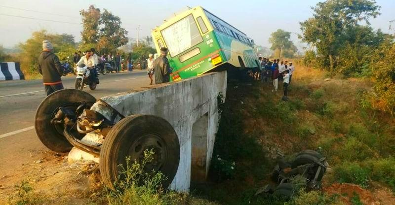 This accident proves why buses also should have seat belts