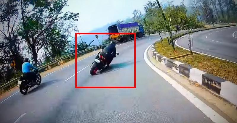KTM RC200 rider's Close shave shows what NOT to do while on a bike [Video]