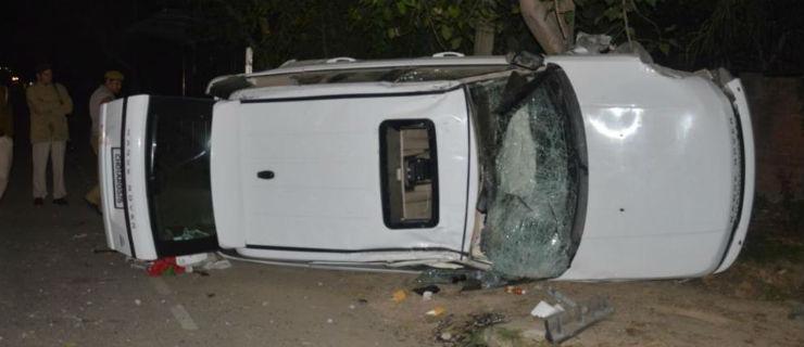 Toyota Fortuner-Range Rover race ends in crash, biker killed