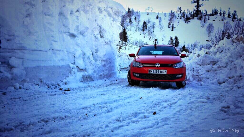 You don't need a 4×4 SUV to have fun in the snow: Here is proof!