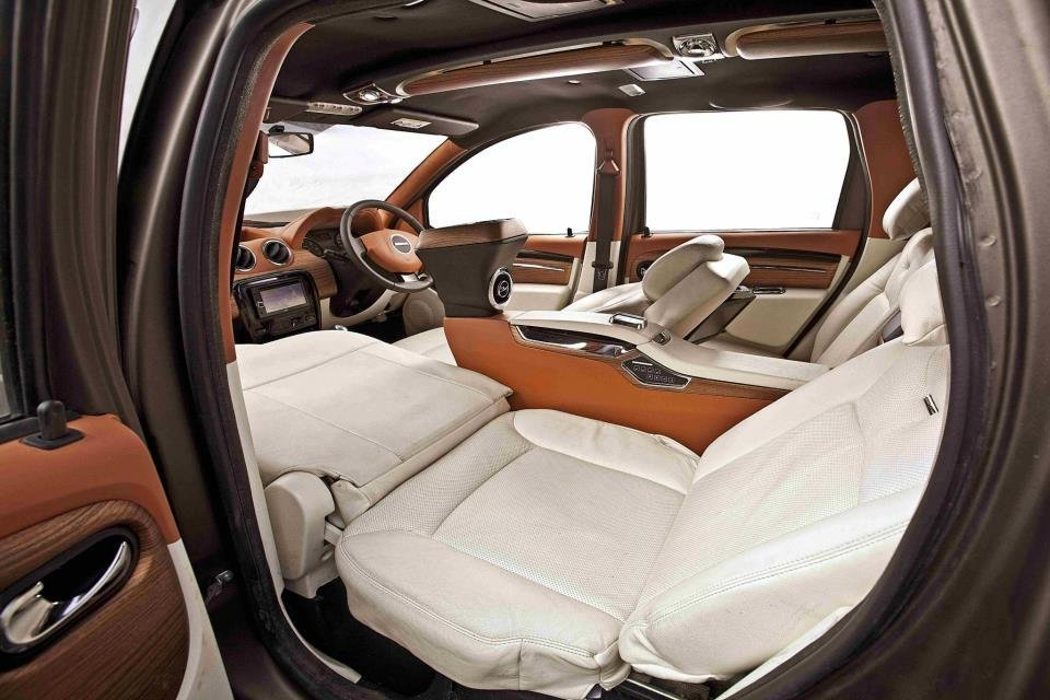 Car and suv lounges from dc design built on maruti swift to toyota innova crysta for Duster interni