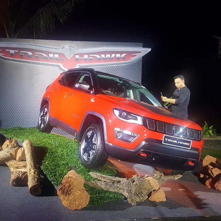 Jeep Compass trailhawk images front ange
