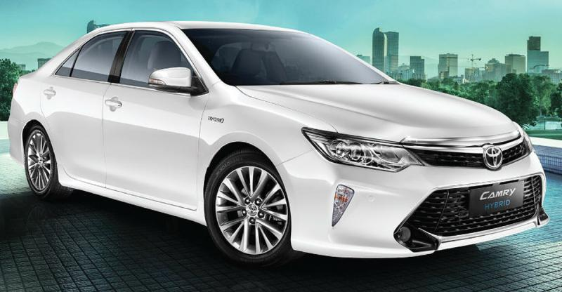 Toyota Camry Hybrid luxury sedan gets upgraded for the Indian market