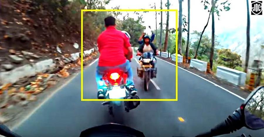 Bajaj Dominar & Honda CBR250 narrowly ESCAPE a head-on collision; Caught on cam
