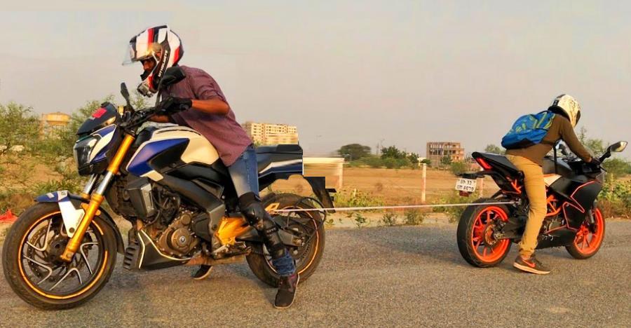 Bajaj Dominar 400 vs KTM RC 390 in a 'Tug of War': Who wins [Video]