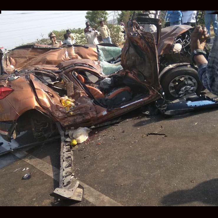 ford ecosport accident images
