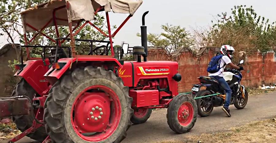 Can the Bajaj Dominar 400 pull a 2,300 KG heavy tractor: Video
