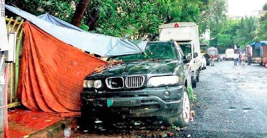 Abandoned BMW X5 luxury SUV now a 'home' in Mumbai!