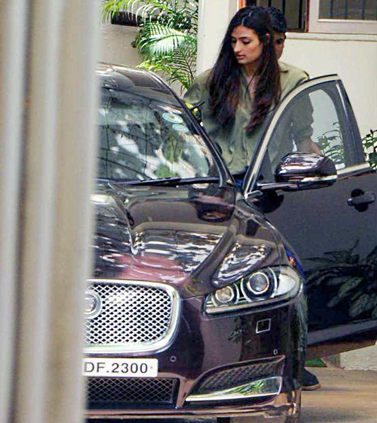 Athiya Shetty Jaguar 1