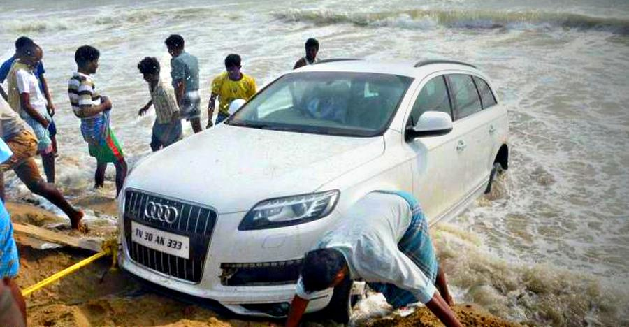 Audi Q7 Stuck
