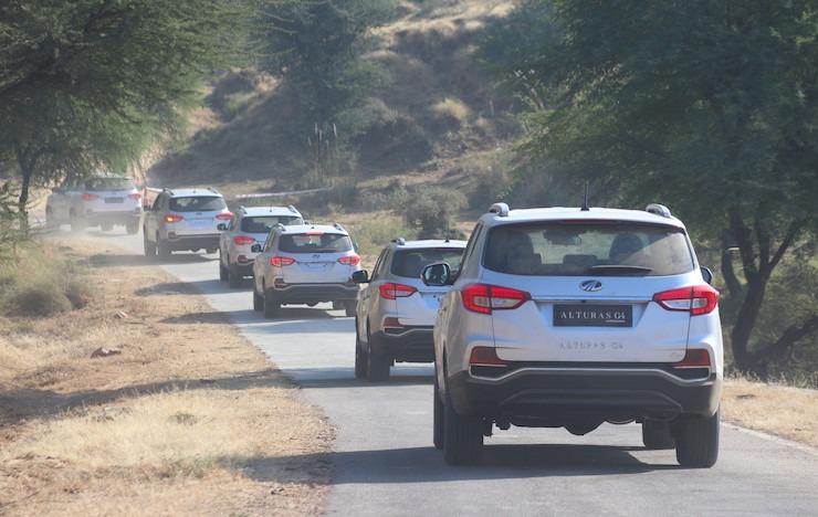 Mahindra Alturas Offroad1