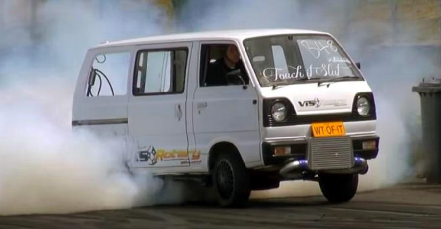 Watch this CRAZY Maruti Omni Turbo doing burnouts [Video]