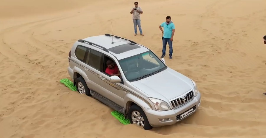 Land Cruiser Prado & Toyota Fortuner Get Rescued from shifting sands [Video]