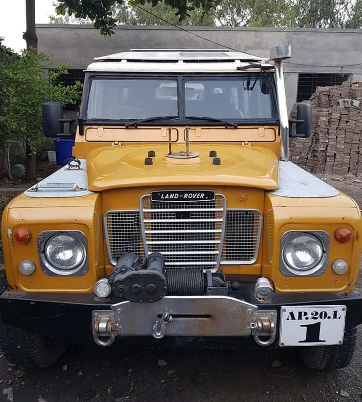 Land Rover Series 3 Front