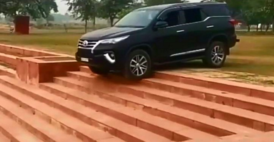 Watch Toyota Fortuner EFFORTLESSLY climb up & down the stairs [Video]