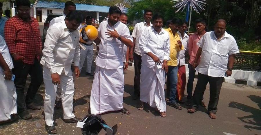 Puducherry CM stages PROTEST over compulsory helmet rule, MLAs break helmets