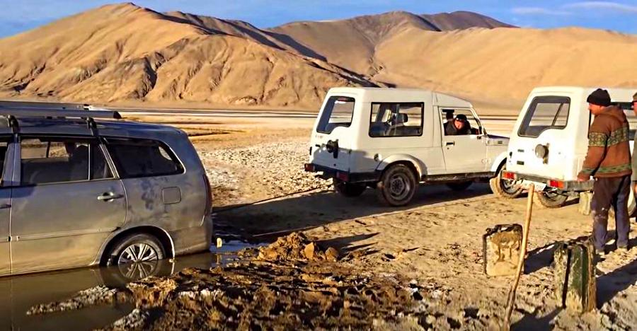 Toyota Innova stuck in a Ladakh swamp rescued by two Maruti Suzuki Gypsy SUVs