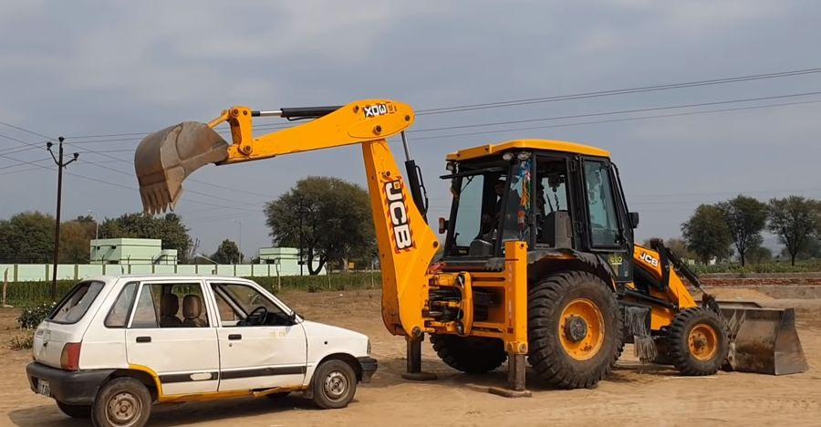 JCB bulldozer unleashes its wrath on Maruti 800: What happens Next [Video]